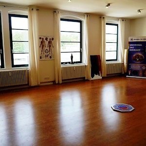 Universal-Tao-Germany-Zentrum   ...            unser Trainingsraum 60 m²